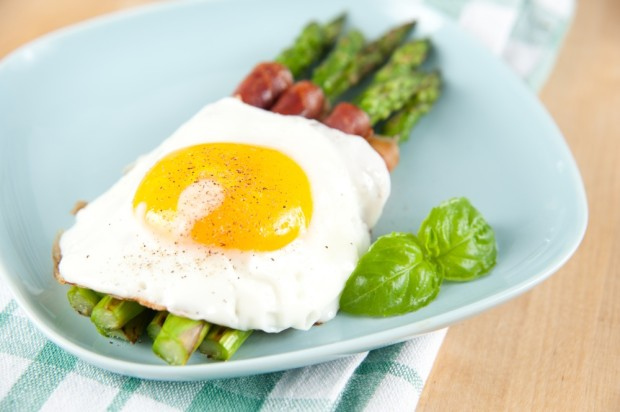 Proscuitto Wrapped Asparagus with Egg